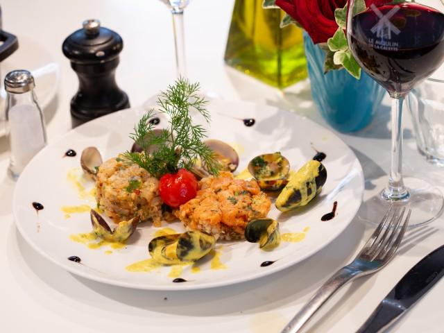 LE MOULIN DE LA GALETTE Duo de tartares de poissons et coquillages normand